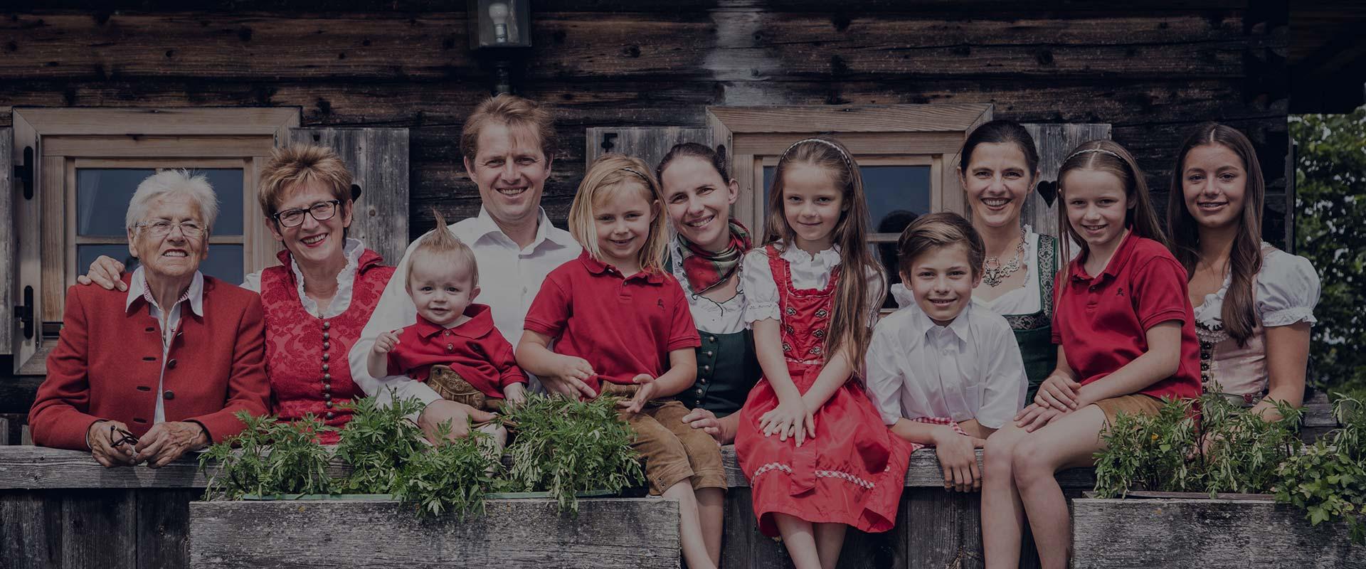 Gipfelhaus-Familie-Bild-hg